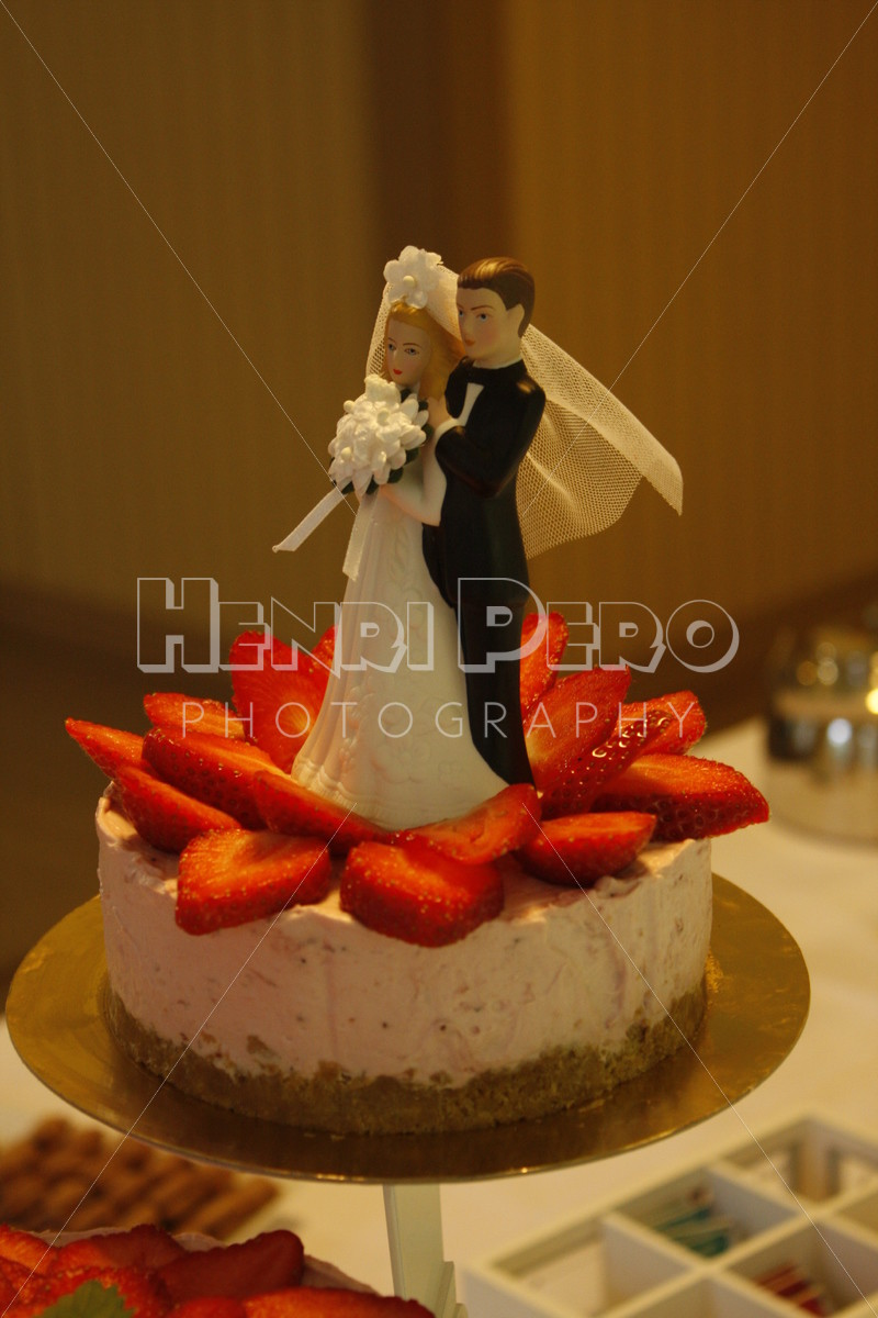 Wedding Cake with Couple - Henri Pero Photography