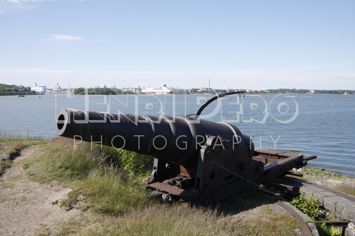 Old Cannon in Suomenlinna - Henri Pero Photography